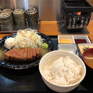 牛カツ定食(牛かつ冨田)