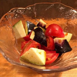 水茄子とフルーツトマトのサラダ(土と青 )