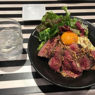 ランチステーキ丼(ゴッチーズビーフ)