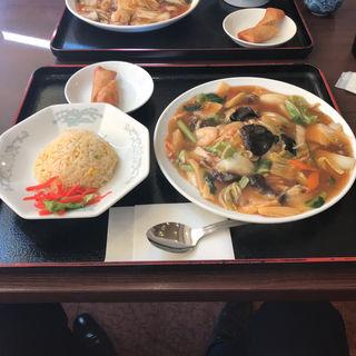 エビチリと若鶏炒めの餡掛け炒飯(中華料理 パンダ 月寒店 )
