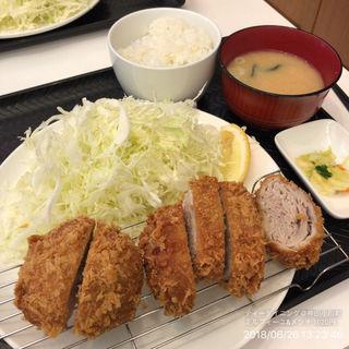 ミルフィーユ&メンチかつ(ティーダイニング (T.dining))