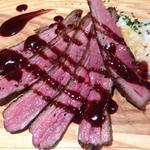 ビュルゴー家のシャラン鴨胸肉のソテー 濃厚赤ワインソース