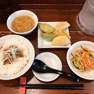 白龍・青龍ミックス餃子定食(魯肉飯・鶏肉飯)セット