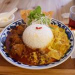 パニカレー(RED:スパイシー辛辛チキン・YELLOW:いろいろやさい)(パニ カフェ (Pani cafe))