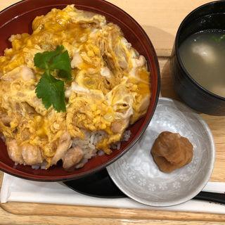 香草美水鷄親子丼(鶏三和 丸ビル店)