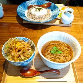 ミニかき揚げ丼と温かい蕎麦(さいさきや)