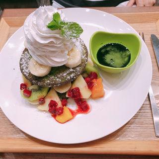 抹茶パンケーキのフルーツサンド ホイップタワー(chawan エキュ-ト立川)