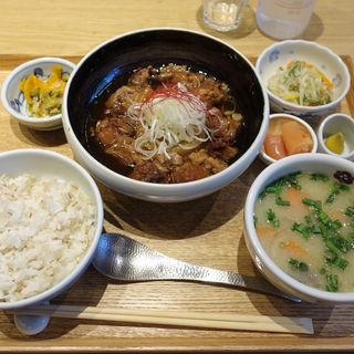 牛すじ煮込み定食(赤坂うまや 新宿)