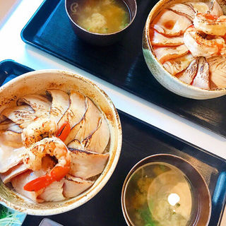 炙り海鮮丼(魚屋食堂 勝浦 (サカナヤショクドウ))