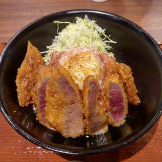 牛カツ&ローストビーフ丼(焼肉やまと アリオ亀有)