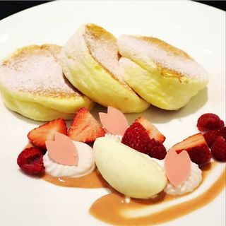 桜と苺のシルキーパンケーキ(ラ・プロヴァンス (La Provence))