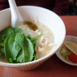 鶏とほうれん草のフォー(ベトナミーズ chau bau(チャウバウ))