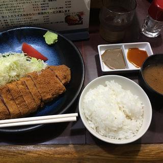 牛ロースランチカツセット(牛かつ おか田)