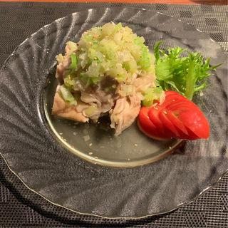 白油鶏(蒸し鶏と野菜のネギソース)(中華料理 楽道)