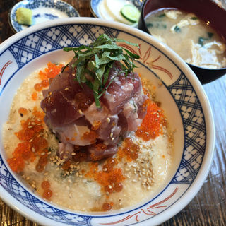 山かけ海鮮丼(魚百(うおぴー) 赤坂出張所)