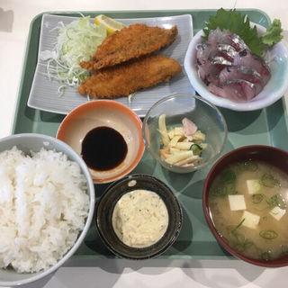 アジフライと刺身のセット(魚市食堂 (ウオイチショクドウ))