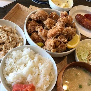 唐揚げ定食(ホステル スタンドバイミー)