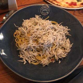 釜揚げシラスのペペロンチーノ(Italian kitchen VANSAN 祖師谷大蔵店)