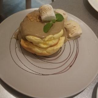 ロイヤルミルクティーときな粉のパンケーキ(レインボーパンケーキ西武池袋店)