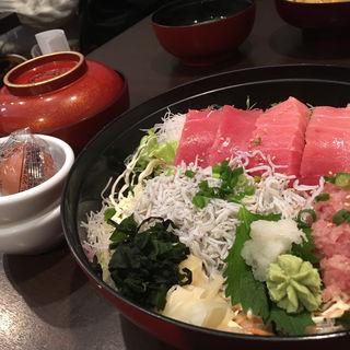 三崎マグロしらす丼(とびっちょ 本店)
