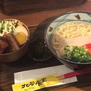 ソーキすばとラフテー丼(北谷食堂 末広町店)