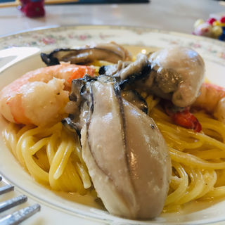 岩牡蠣と赤海老のパルミジャーノクリームソーススパゲッティ(Kitchenピエロ)