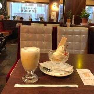 ソフトクリーム(洋菓子・喫茶ボンボン)