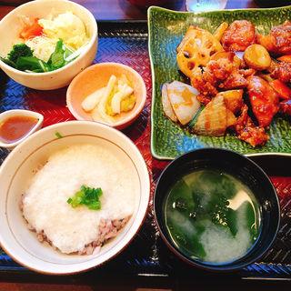 鶏と野菜の黒酢あん定食(大戸屋ごはん処  池袋西口店)