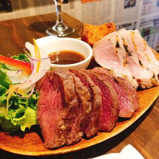 肉あいもりステーキプレート250g+ライスに牛スジカレーがけ(トッピング)(肉酒場 ブラチョーラ 亀戸店 )