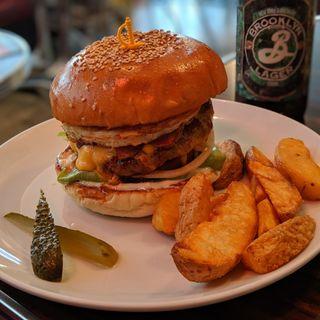 ベーコンエッグチーズバーガー(Reg-On Diner)