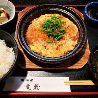 豚ロースカツの卵とじ定食(鍛冶屋 文蔵 神田錦町店 )