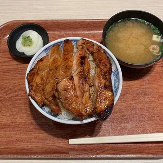宮城野2段丼(炭火焼き 豚丼まる家)