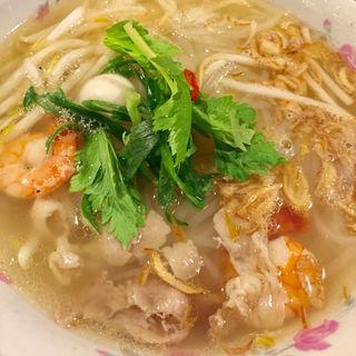 エビとパクチーのフォー(ベトナム料理 コムゴン 京都店)