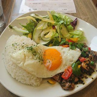バジルのチキン炒め(湘南パンケーキ )