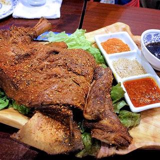 烤羊腿(ラムのモモ焼き)(アリヤ 清真美食 池袋店)