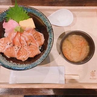 サーモン丼(居酒屋ワン ファクトリー  )