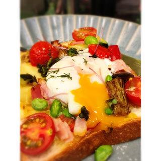 彩り野菜の贅沢トースト(青山フラワーマーケット ティーハウス 赤坂Bizタワー店)
