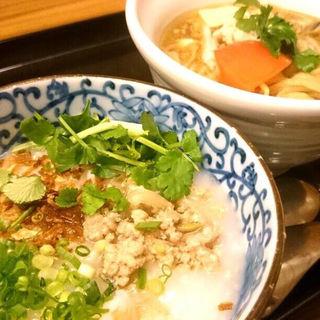ひき肉アジアン粥 サンラーメン(謝朋殿 粥餐庁 京王モール店  (シャホウデン カユサンチン))
