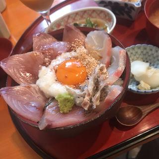 海鮮丼 マグロとサーモン(高瀬 )