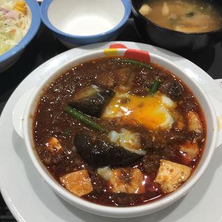 麻婆豆腐定食 温泉卵(松屋)