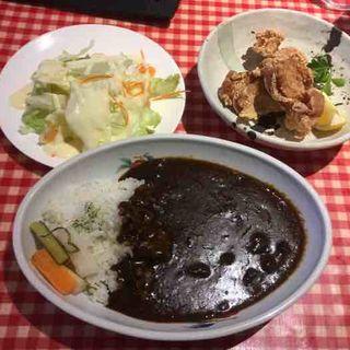 ビーフカレー、鶏の唐揚げ3個(AIDA (あいだ))