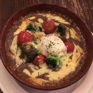 半熟卵と挽肉の焼きカレー(Jam3281 (ジャムサンニハチイチ))