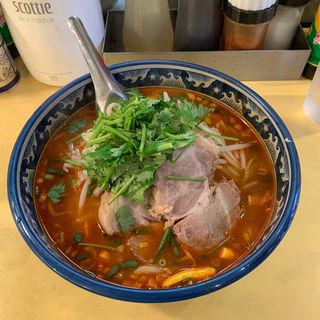 トムヤムラーメン(チャーシュー入り中華麺)(ティーヌン・ダイニング 渋谷道玄坂店  (TINUN))