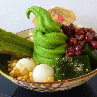 究極のお濃茶パフェ(雷一茶 (カミナリイッサ))