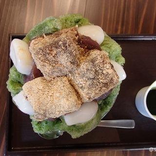 宇治志るこ+白玉+黒蜜わらび餅(甘党茶屋 梅園 三条寺町店)