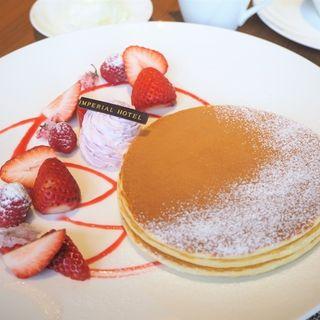 桜と苺のパンケーキ(カフェ クベール (CAFE COUVERT))