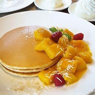 マンゴーパンケーキ (カフェ クベール (CAFE COUVERT))