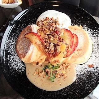 期間限定 アップルティーソースパンケーキ 3枚(NINOVAL COFFEE なんばパークス店 (ニノーバル コーヒー))