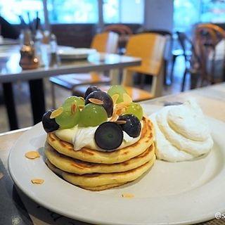 巨峰とマスカットのパンケーキ(タブレス コーヒーベーカリー&ダイナー (TABLES Coffee Bakery & Diner))