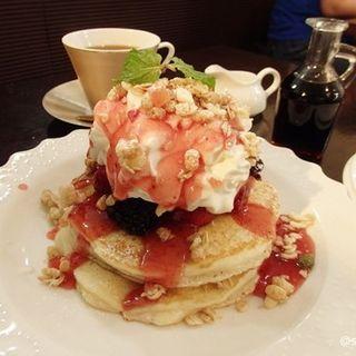 ベリーのパンケーキ ~フローズンスタイル~ セット(cafe Mon (カフェ モン))